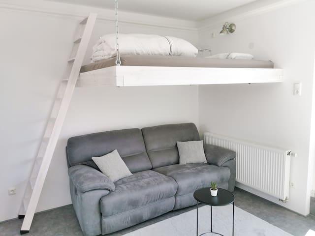 Das Hochbett mit ausklappbarer Couch