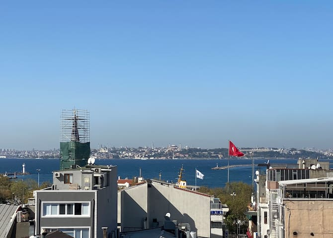 Fantastic flat with sea view and balcony, Kadıköy
