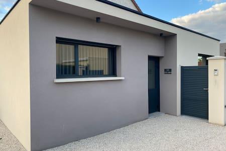 L'accès au logement est conforme aux normes handicapées.