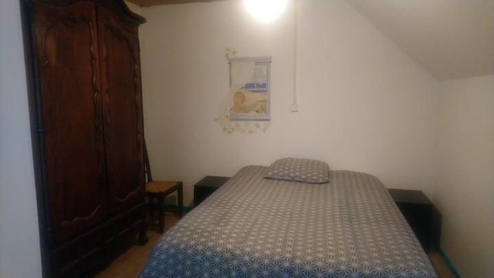 Chambre meublée E  dans un grand appartement