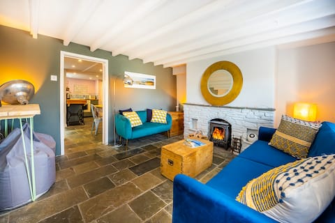 Estuary Cottage 50m from sea at Point Quay