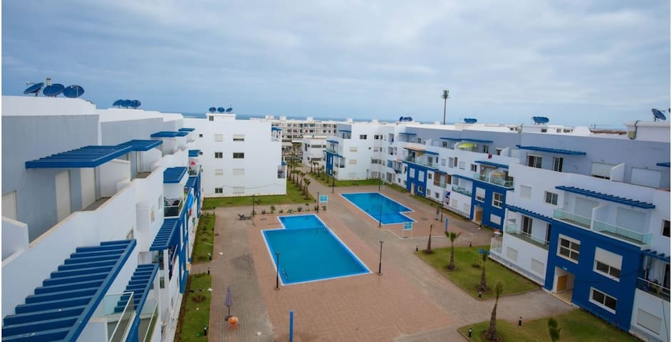 Sweet apartment with pool near beach free parking