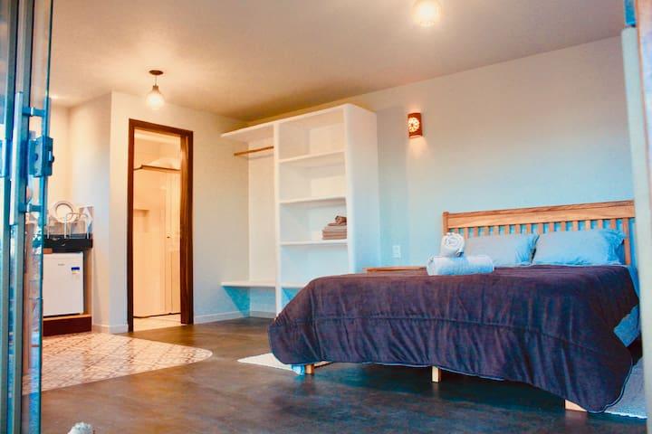 ♛ Majestoso Flat c/ estilo e visual fascinantes-  Cama Queen - oferecemos roupa de cama e banho