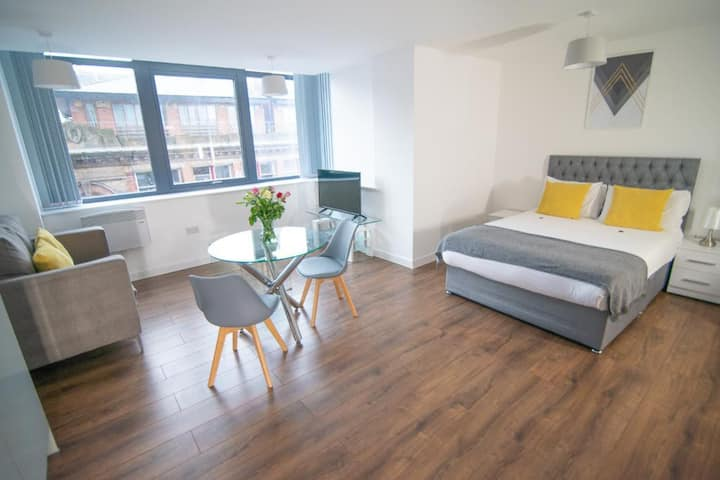Modern & Spacious Studio Apartment Liverpool
