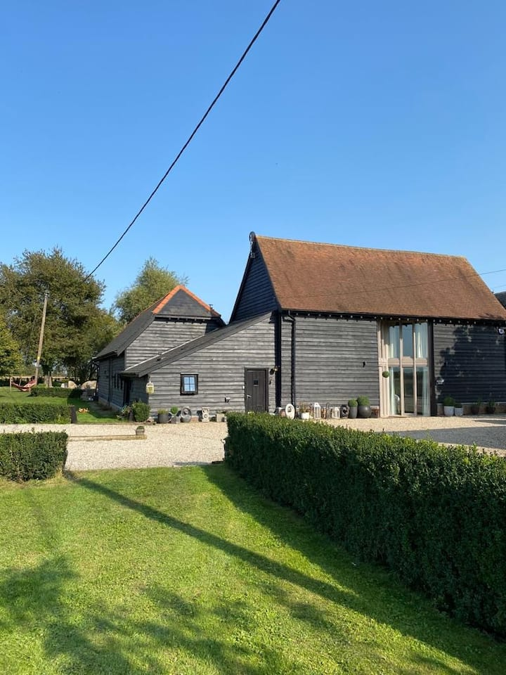 Contemporary Barn Conversion with all Amenities