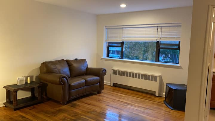 Centrally Located Apt For All Purposes