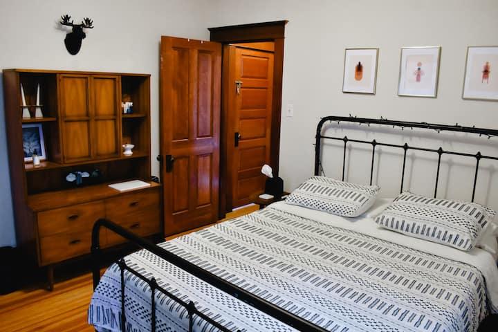 Craftsman Bungalow Apartment 1 mi to Downtown/RiNo