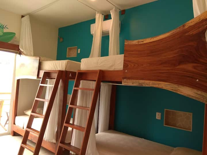 La Palmita: Private Bed 2. Digital Nomade Ready