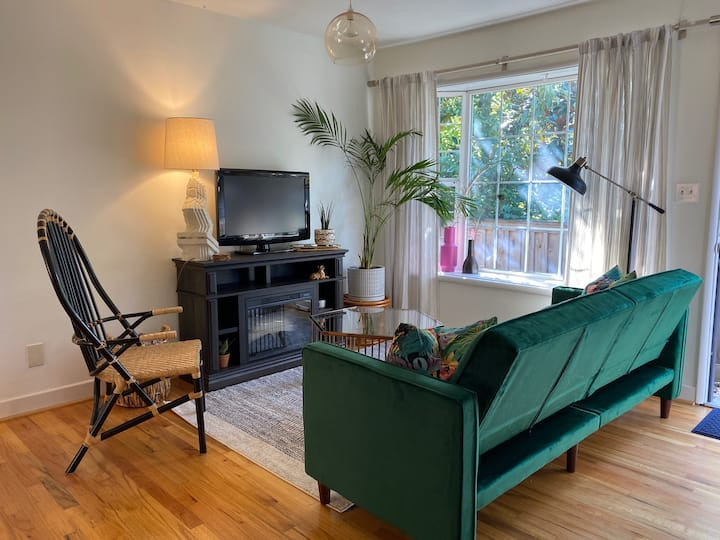 Boho chic 1bd/1ba with all that you need!
