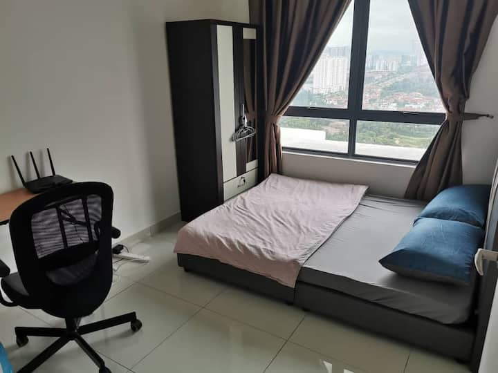 Cozy room beside Kinrara LRT near puchong / Sunway