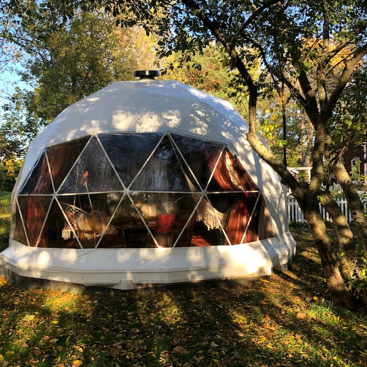 One-of-a-Kind Dome Stay near Collingwood!