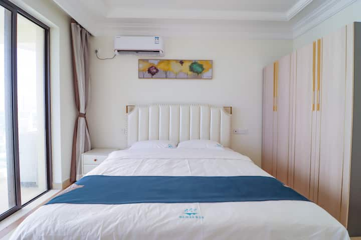 月亮湾(世贸怒放海)最美海景五星两室一厅套房