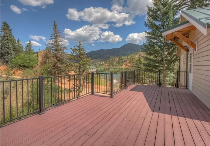 Beautifully Remodeled Cabin with Mountain Views!