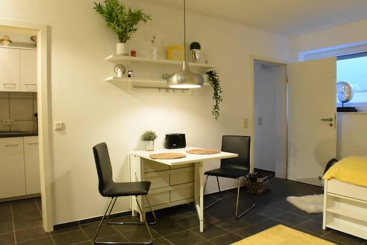 Apartment am Waldrand 30 m2 nahe zum BWI und BKA