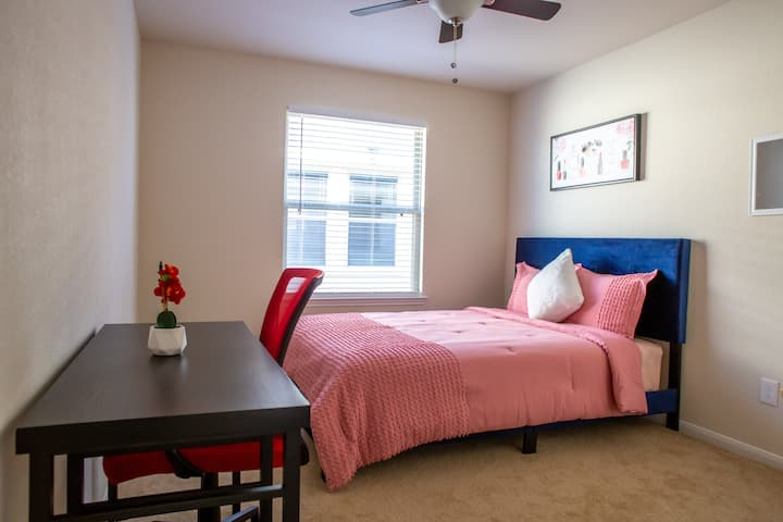 "Private Room ""C"" near Med Center (Female Only)"