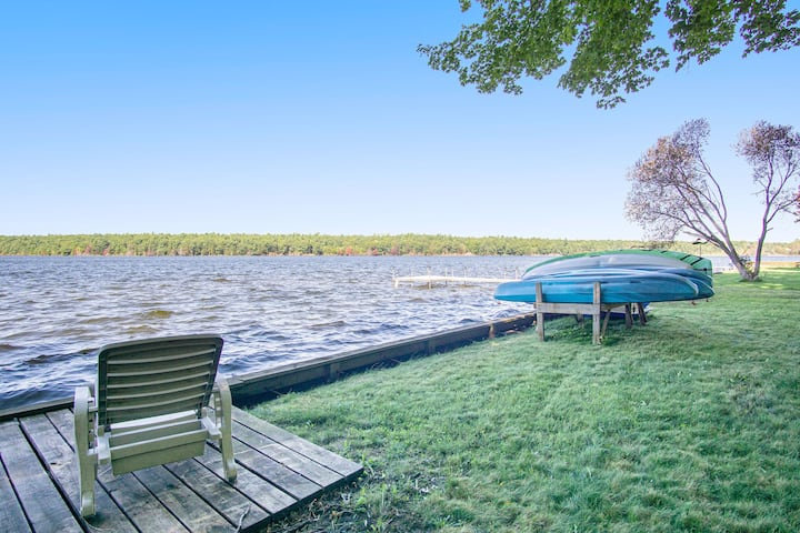 Lakefront Cottage - 13 beds, kayaks, near Lake MI!