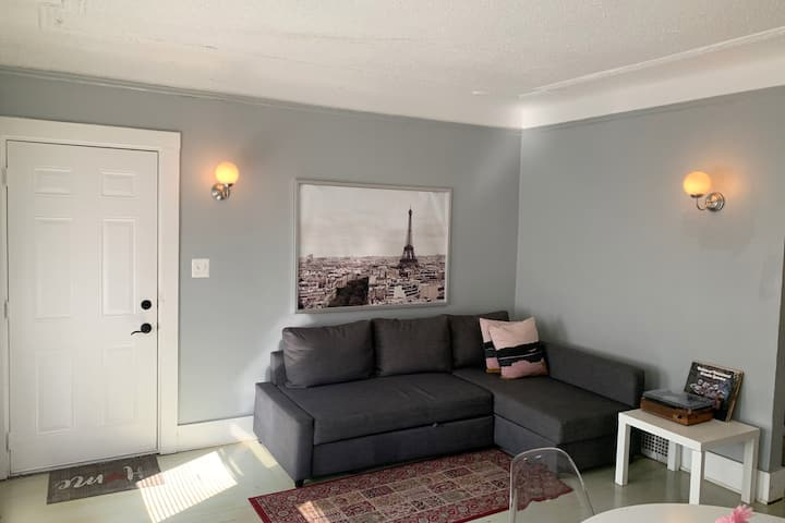 COZY & CUTE 2BDR, MINUTES ONLY TO DOWNTOWN/MIDTOWN