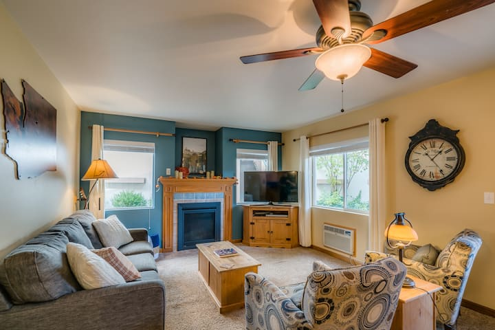 Easy Ground Floor Entry, Easy Walk to Town w/Pets!