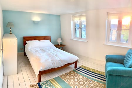 """The Loft"" - beautiful room, 5-mins from river!"
