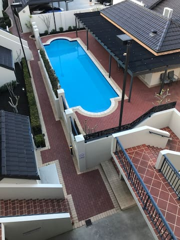 Top floor modern apartment, cheap nightly rates