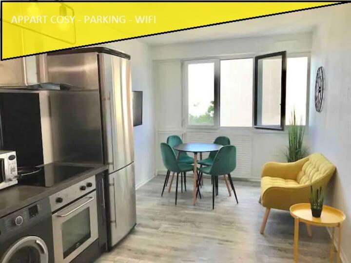 Chambre PRIVÉE+ COSY + BUREAU +WIFI à 35' de Paris
