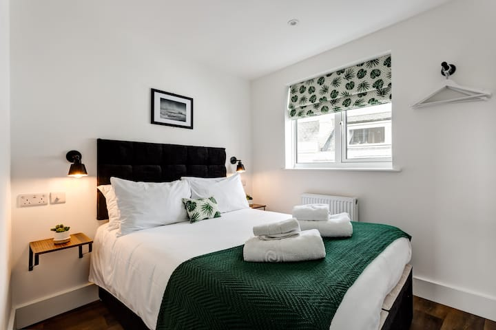 Stylish modern apartment, 1 minute from station