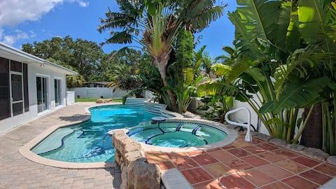 """Tropical paradise"". Spa, heated pool, beach."