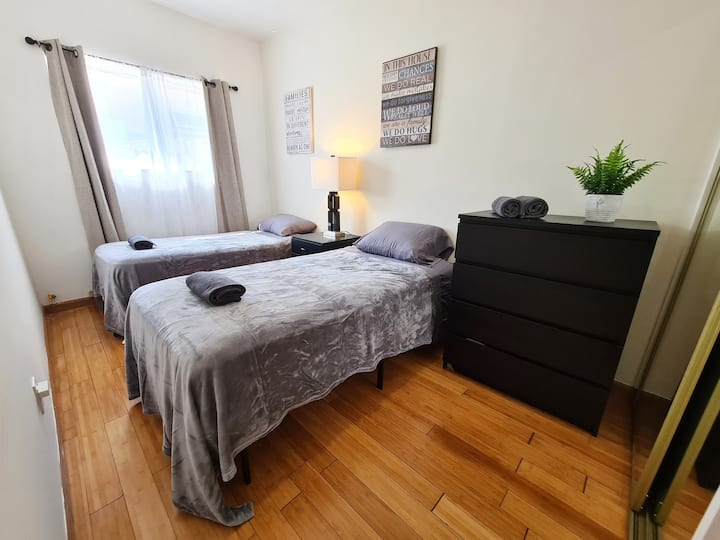 Beverly Hills guesthouse sleeps 3. Amazing area A+