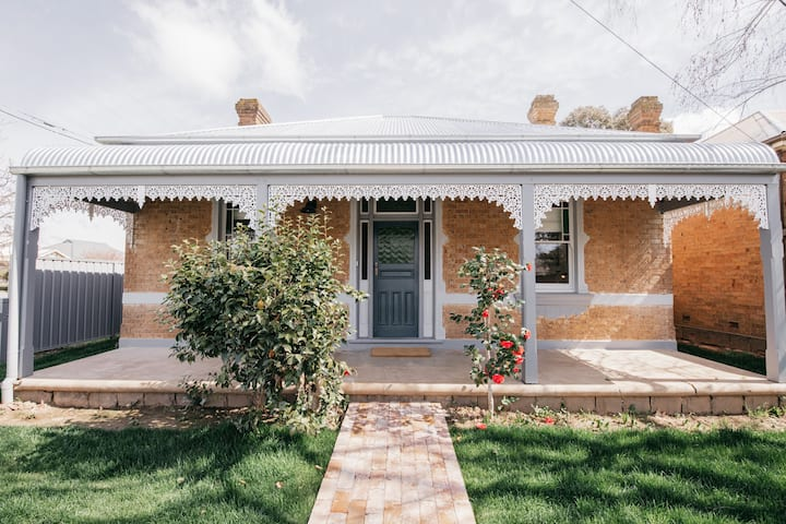Dimby Cottage | Beautifully Restored Heritage Home