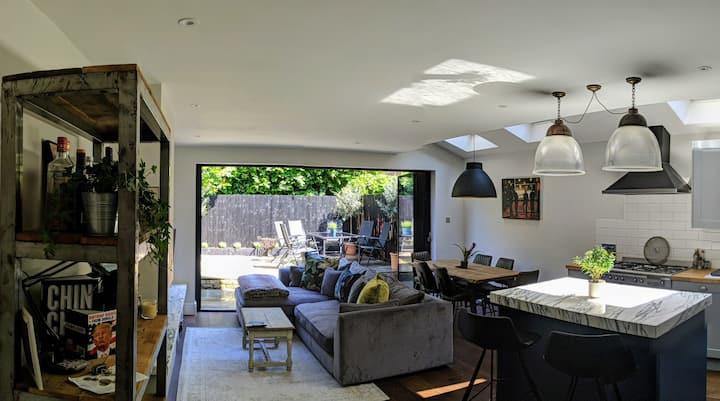 Luxury standard flat, quiet n/hood on the common