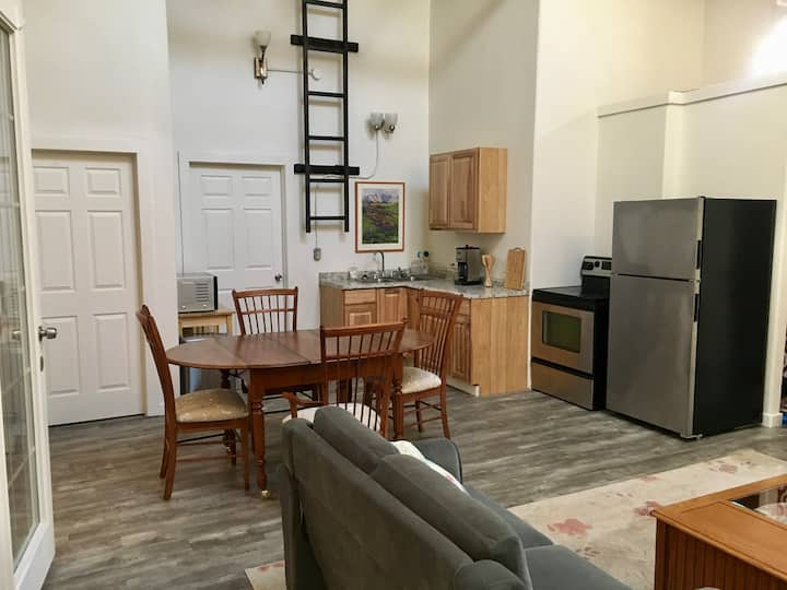 Spacious 2 Bed/2 Bath - Downtown!