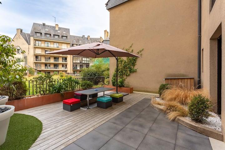 Le FIL ROUGE - Belle terrasse - Place des lices