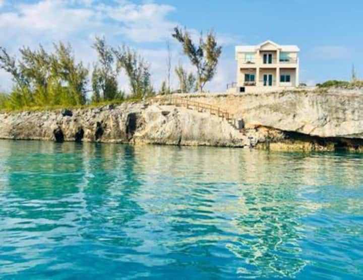 High-End Oceanfront Home - PRIVATE Pool, kayaks
