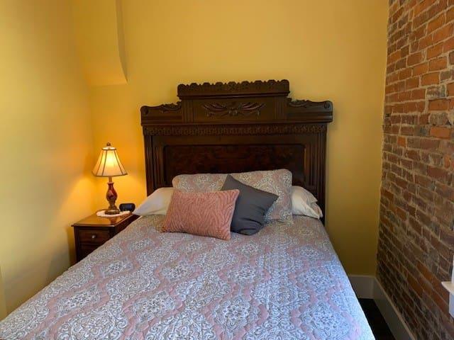 Back bedroom-Cozy comfort