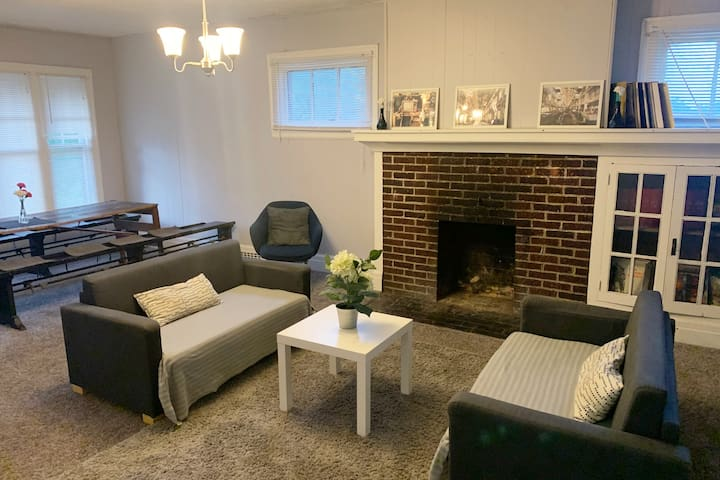 CHARMING & SPACIOUS 4BDR ONLY MINUTES TO MIDTOWN!