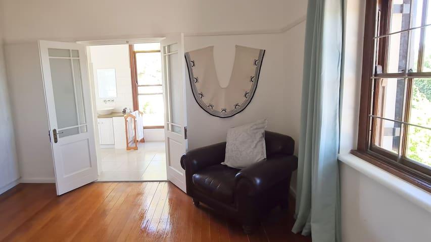 bedroom to Bathroom Room 2
