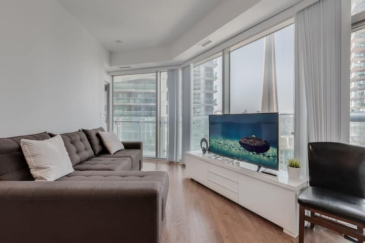 Skyline Waterfront Condo - 2 BDRM + 5 people!