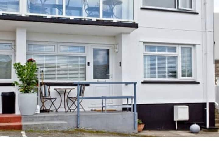 Ground Floor Flat Close To Porth Beach