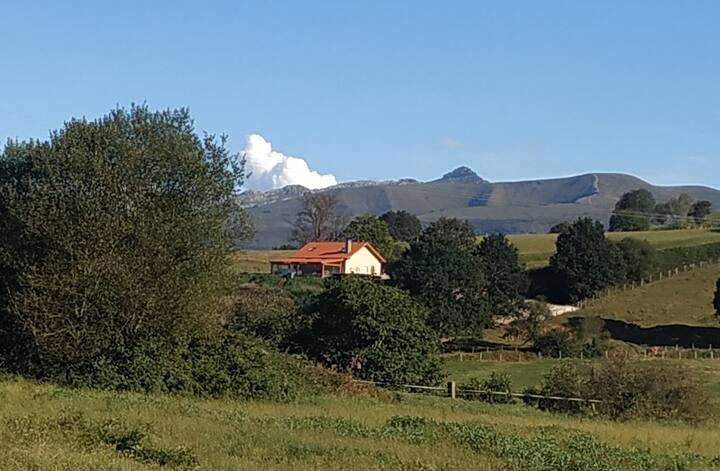 Casa el Roble , a los pies de Cabárceno.
