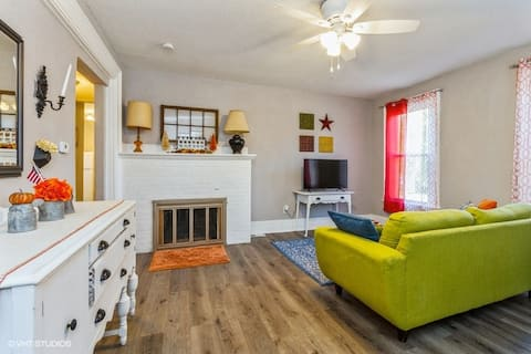 Indianola Apartment Near The Square and College
