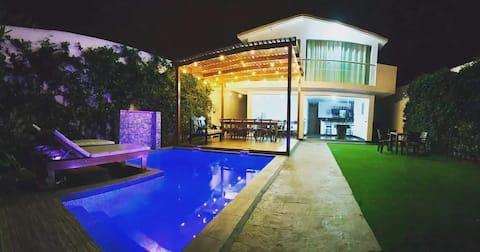 Casa privada en balneario con piscina temperada