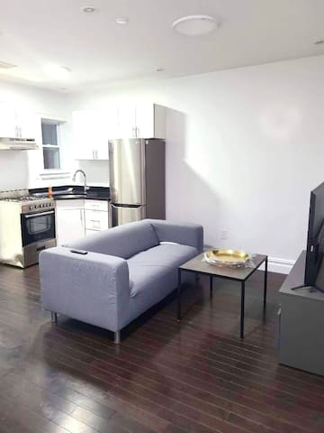 Brick Private Room Minutes From Midtown