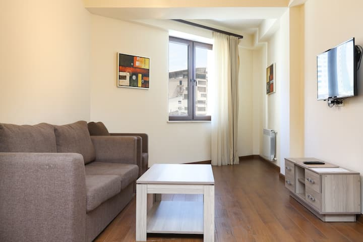 Studio Apartment on Buzand 17