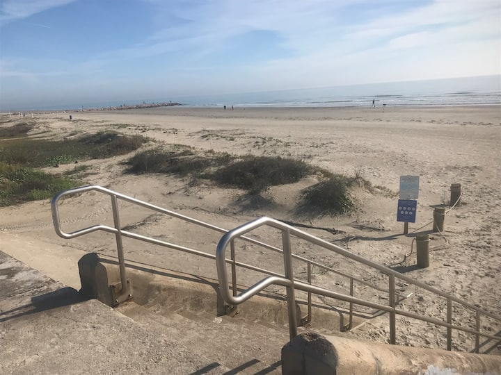 OCEAN VIEWS ! Steps to BEST BEACH!  Whole House !!