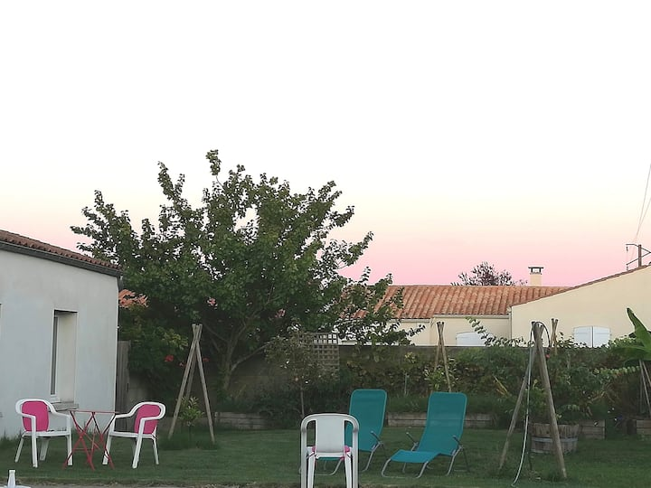Studio avec jardin et piscine proche La Rochelle .