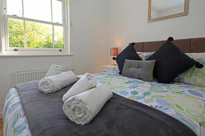 Beautiful Two-Bed Apartment Shrewsbury City Centre