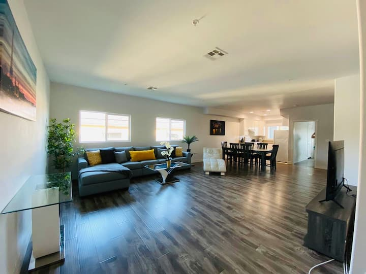 Modernly new  4 Bedrooms 3 Bathroom close to DT LA