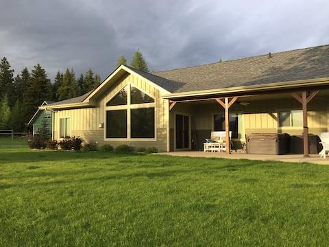 Quail House - Valley & Mountain Views + HOT TUB
