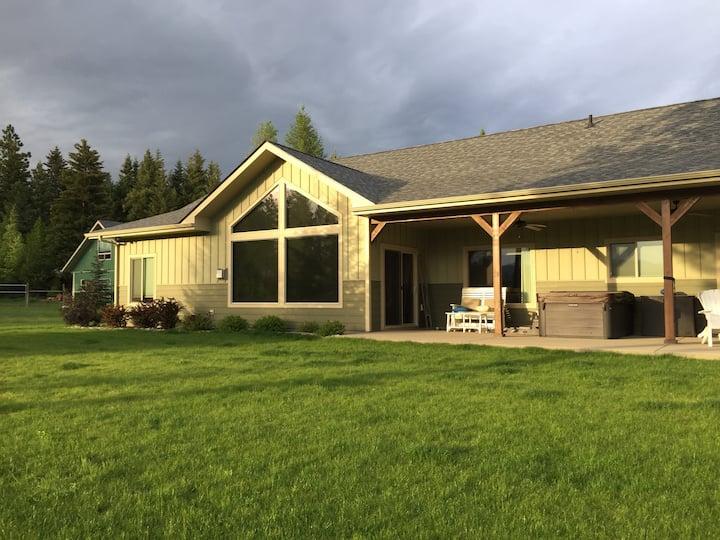 Quail House - Kootenai Valley & Selkirk Mtn Views