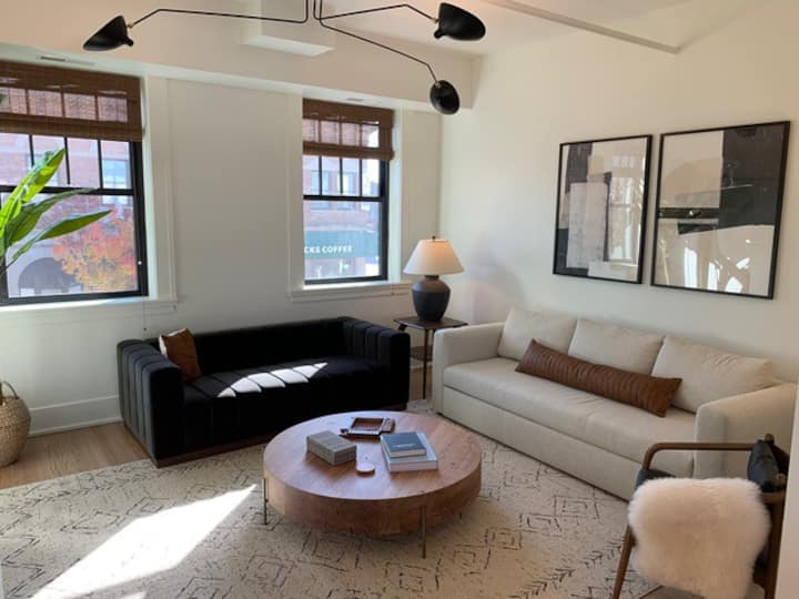 The Tailor's Loft, 1 bdrm apt. in Downtown Geneva